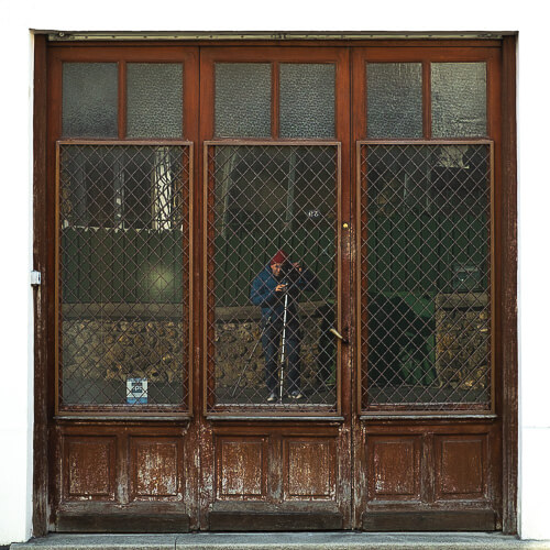 Axel Ronsin | Square closed storefront 1