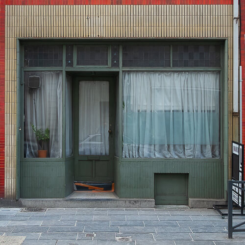 Axel Ronsin | Square closed storefront 16